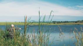 Prueba del pescador las aguas con una pesca metrajes