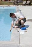Prueba química de la piscina activa Fotografía de archivo libre de regalías