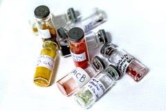 Prueba-tubos con complejos químicos Foto de archivo libre de regalías
