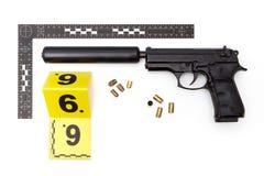 Pruebas de la arma de mano con el silenciador hecho a mano ilegal Imagen de archivo libre de regalías