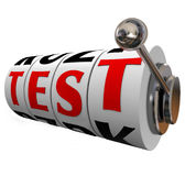 Pruebe la incertidumbre de la evaluación del concurso de los diales de las ruedas de la máquina tragaperras de la palabra Fotografía de archivo libre de regalías