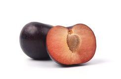Prune avec la prune coupée en tranches Photographie stock libre de droits