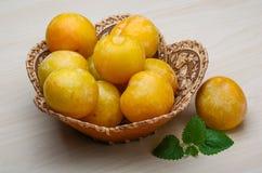 Prunes jaunes Photo stock