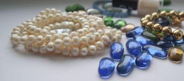 Pryder med pärlor halsband Arkivbild