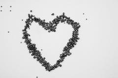 Pryder med pärlor samlingen i en form av en hjärta Arkivbild