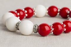 Pryder med pärlor smycken Royaltyfria Bilder