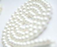 Pryder med pärlor vit Arkivbilder