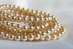 pryder med pärlor white Arkivbilder