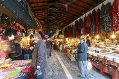 Prydnad- och koppargarneringbasar för kryddor och i Gaziantep, Royaltyfria Foton