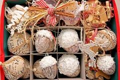 prydnadar för handbell för jul för bollaskfilial Royaltyfri Bild