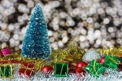 prydnadar för handbell för jul för bollaskfilial Royaltyfri Foto
