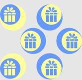 Prydnaden av gåvor Modellen på en grå bakgrund Fotografering för Bildbyråer