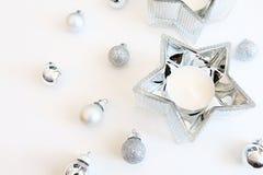 Prydnader för julbildsilver och garnering för silverstjärnastearinljus arkivbilder