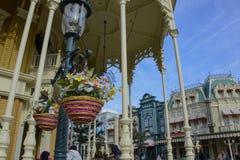 Prydnader och garnering på den huvudsakliga gatan av Disneyland Paris Royaltyfria Bilder