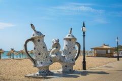 Prysznic skąpanie - mozaiki rzeźba na brzeg Złoci piaski Wyrzucać na brzeg obraz royalty free