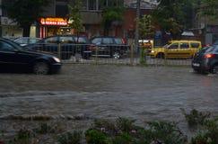 Prysznic trwa wokoło i godziny połówkę zalewał Varna fotografia stock