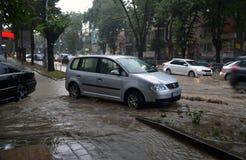 Prysznic trwa wokoło i godziny połówkę zalewał Varna obraz stock