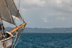 Przód żagla statek Z Spokojnym oceanem Naprzód zdjęcie stock