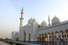 Przód i wejście Sheikh Zayed meczet Zdjęcia Stock