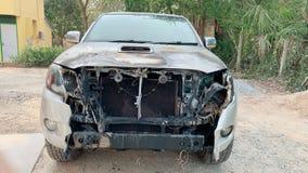 Przód samochodowy pożarniczy wypadek na ulicie, samochody uszkadzający ogieniem obraz royalty free