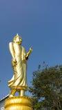 Przód złota trwanie Buddha statua Fotografia Royalty Free