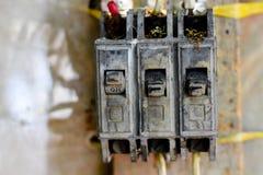 Przełącznikowy elektryczny zbawczego obwodu łamacza pudełko, uszkadzający słońcem, zdjęcie royalty free