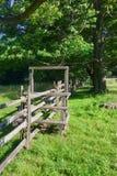 Przełaz w gospodarstwie rolnym i ogrodzenie obrazy royalty free