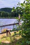 Przełaz wzdłuż jeziora zdjęcia stock