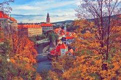 Prześwietny pejzaż miejski Cesky Krumlov podczas jesień sezonu Zdjęcia Stock