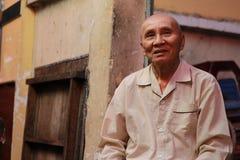 Przechodnia mężczyzna w Ho Chi Minh mieście Zdjęcia Stock