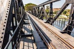 Przechodzić most na rzecznym Kwai Zdjęcia Stock