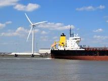 Przechodzić wiatrowym generatorem Fotografia Royalty Free