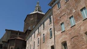 Przechyla strzał widzieć od piazza Cavagneria Pavia katedra, Włochy zdjęcie wideo