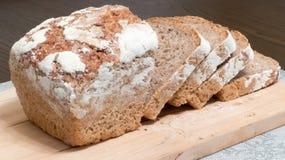 przecięcie chleb Fotografia Stock