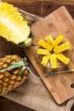 przecięcie ananasy Zdjęcie Stock