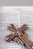 Przecinający kłaść przez biblię: Geneza Zdjęcia Royalty Free