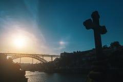 Przecinający kaplicy zbliżenie na tle Dom Luis Porto, przerzucam most nad Douro rzeką Fotografia Stock