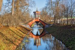 Przecinający most, Aleksander park w Tsarskoye Selo obrazy royalty free