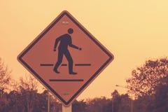 Przecinający znak i zmierzch w wieczór - rocznik Zdjęcia Stock