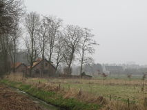 przeciw Amsterdam architektury tła barki kanału holenderskim czerepu holenderski domom Obrazy Stock