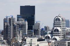 przeciw błękitny budynków zewnętrznemu biurowemu niebu Fotografia Royalty Free