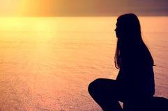 przeciw błękitny konceptualnej emoci odpowiada wizerunku roześmianego nieba nastolatka Obraz Royalty Free
