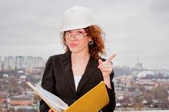 przeciw bizneswomanu dokumentów ręki potomstwom Zdjęcia Stock