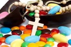 przeciw czekolady krzyża Easter jajka cukierkom Obraz Royalty Free