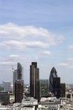 przeciw niebieskie niebo drapacz chmur Obrazy Stock