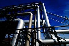 przeciw rurociąg błękitny przemysłowemu niebu Zdjęcie Stock