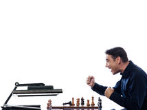 przeciw szachowy komputerowego mężczyzna bawić się Zdjęcie Royalty Free