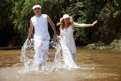 przeciw szczęśliwej pary naturze Zdjęcie Royalty Free