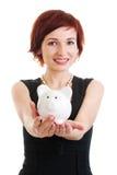 przeciw tła banka mienia prosiątka białej kobiecie Zdjęcie Stock