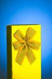 Przeciw tłu prezenta pudełko obrazy stock
